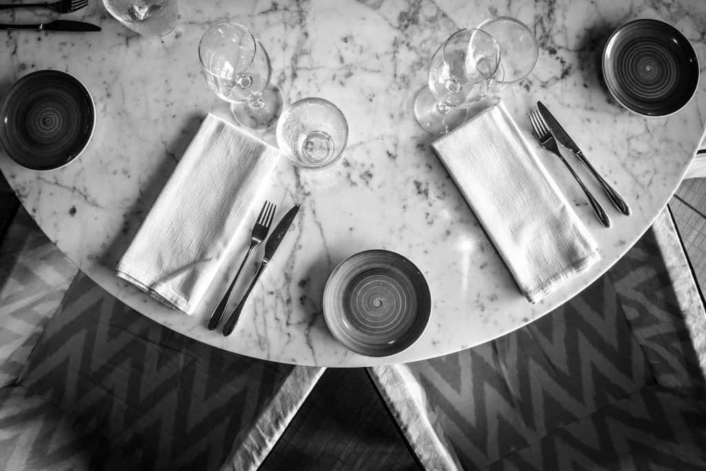 Black & White Table Places